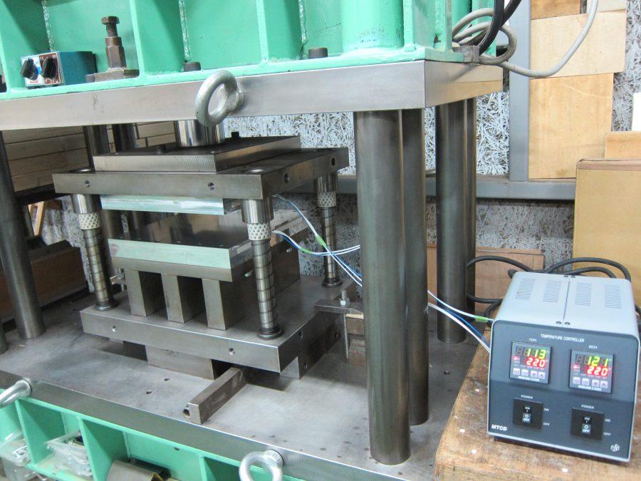 試作プレス用の油圧プレス装置100t